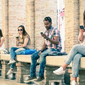 FoMo o la adicción al móvil por miedo a perderse algo. Un Mal uso del sistema de recompensas